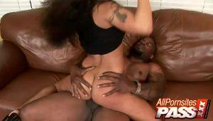 hot porn Latina Jenaveve Jolie Jumps On A Black Pole   HotPorn.tube