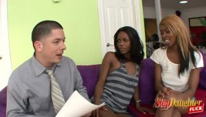 Ebony Daughter Struggle Over Stepdad's Consideration | HotPorn.tube